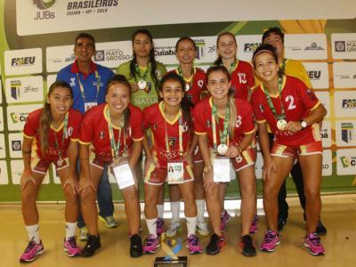 Imagem mostra time do futsal feminino da nassau