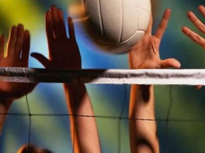 Imagem mostra atletas jogando vôlei