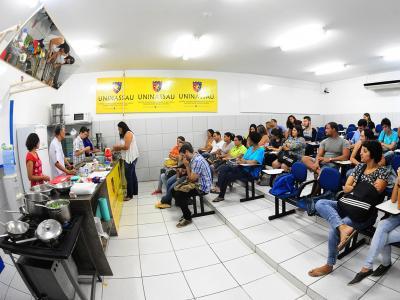 Imagem mostra participantes do Capacita em sala de aula