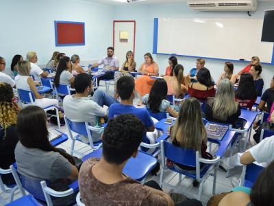 sala de aula com alunos