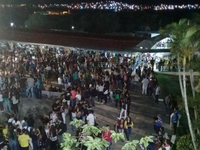 Pátio da UNINASSAU Caruaru durante evento de boas-vindas