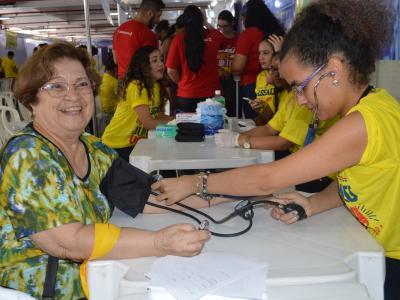 Estudantes realizaram aferição de pressão arterial