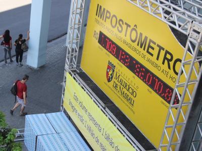 O impostômetro serve como medidor de impostos no Brasil
