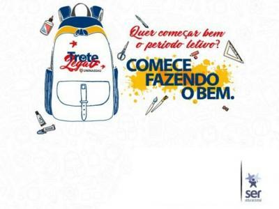 A imagem mostra uma mochila com material escolar