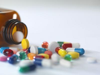 Imagem mostra várias capsulas de remédios