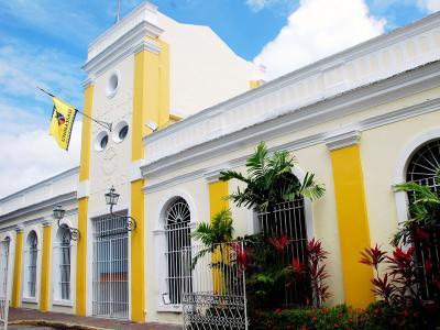 Imagem mostra fachada da UNINASSAU