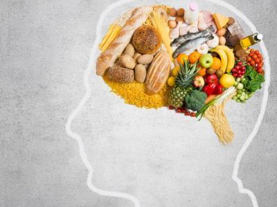 Imagem mostra desenho de mente preenchida por alimentos