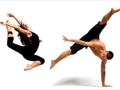 Imagem mostra duas pessoas se movimentando