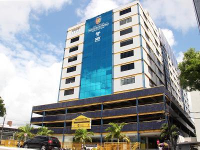 Imagem mostra fachada da UNINASSAU João Pessoa