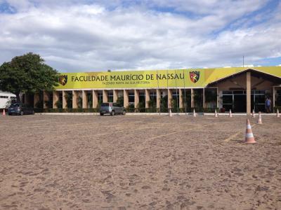 Imagem mostra fachada da UNINASSAU Parnaíba