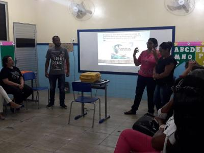 Imagem mostra alunos durante o encontro