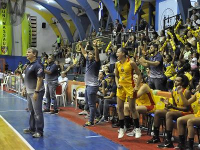 Imagem mostra atletas durante jogo