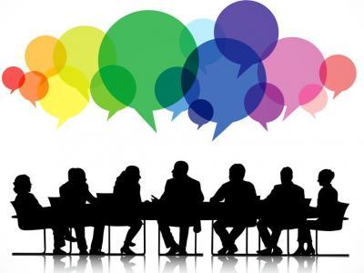 Imagem mostra silhueta de pessoas sentadas na mesa