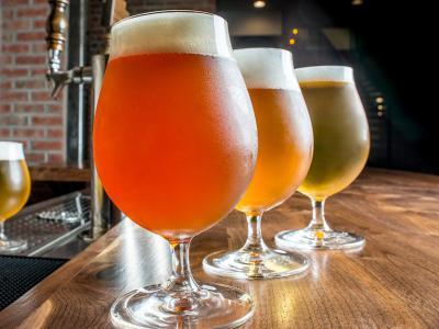 Imagem mostra cerveja em cima do balcão