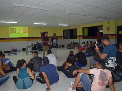 Imagem mostra as pessoas durante evento