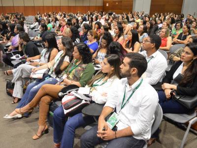 A imagem mostra participantes do evento