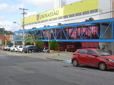 Imagem mostra fachada da UNINASSAU Teresina