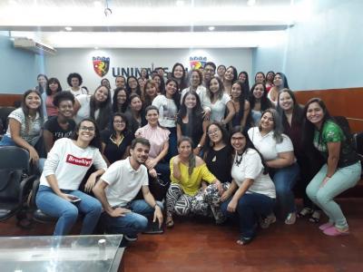 Imagem mostra participantes do evento