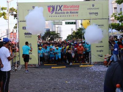 Imagem mostra a largada da maratona em 2018