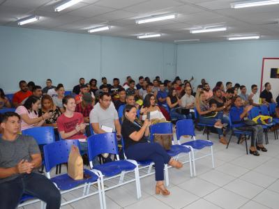 Imagem mostra estudantes durante o encontro