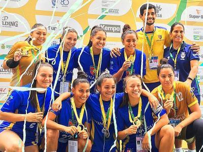 Imagem mostra atletas campeãs