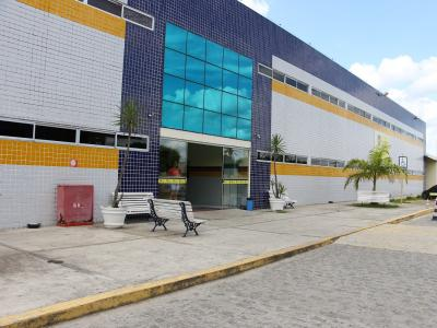 Imagem mostra fachada da UNINASSAU Campina Grande