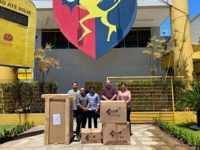 Imagem mostra representantes da UNINASSAU e da Secretaria de Saúde