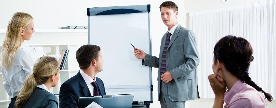 Imagem mostra pessoas em reunião