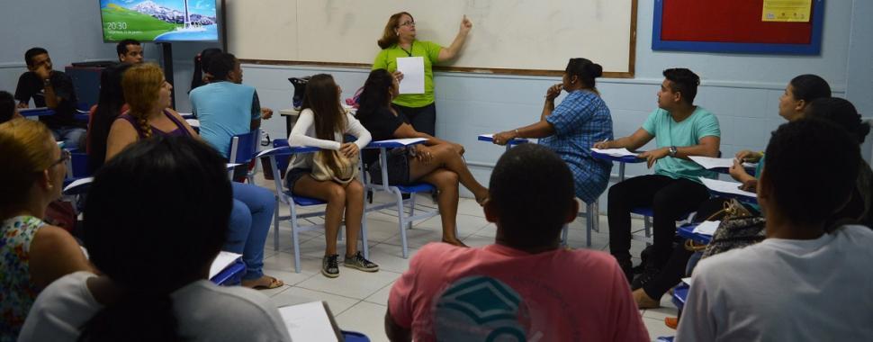 Professores da instituição ministram palestras sobre capacitação profissional