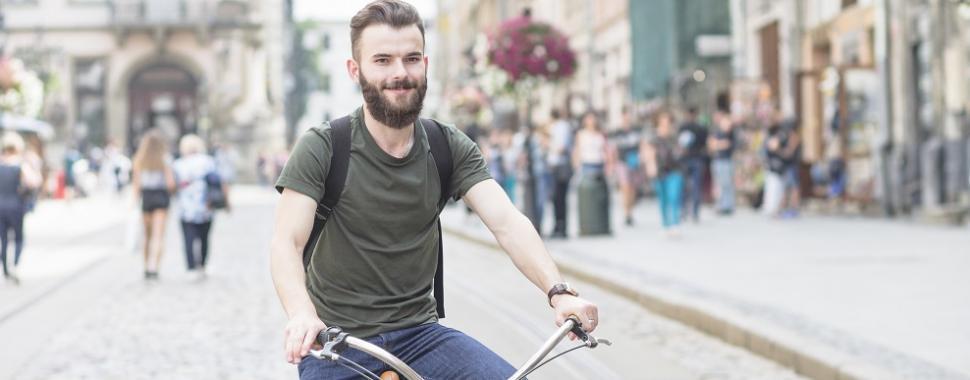 A gente te ajuda a escolher bike para curtir as férias. Foto: Freepik