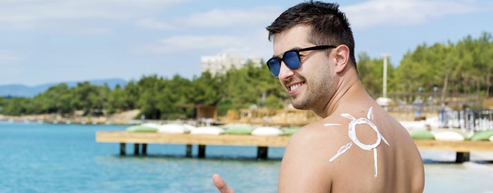 Protetor solar varia de acordo com o tipo de pele. Foto: Freepik